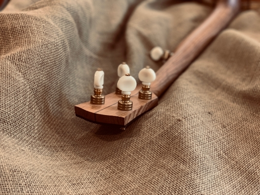Polished brass Gotoh planetary tuners with vintage cream buttons on Cherry