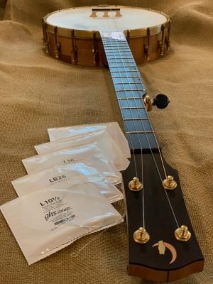 Custom gauge phosphor-bronze steel strings for traditional sound